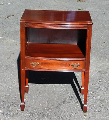 Antique Federal style Bowfront Mahogany Nightstand Bedroom Stand End Entry Table