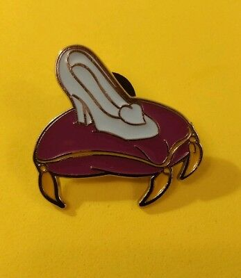 Disney trade pin  Cinderella's shoes on a cushion (I COMBINE THE P&P)