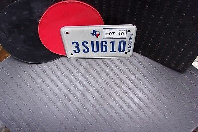 EXPIRED TEXAS MOTORCYCLE LICENSE PLATE with 2010 STICKER .. (3SU610)