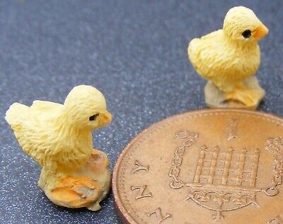 1:12 Scale 3 Yellow Resin Chicks Tumdee Dolls House Garden Pet Chicken Accessory