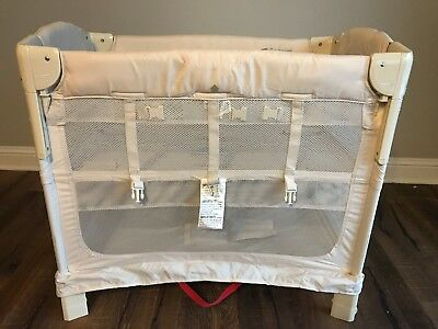 Arm's Reach concepts Mini Ezee 2-in-1 Bedside Bassinet- Natural