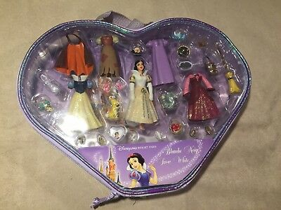 Rare Disney Land Resort Paris Snow White Mini Doll Dressup Fashion Set