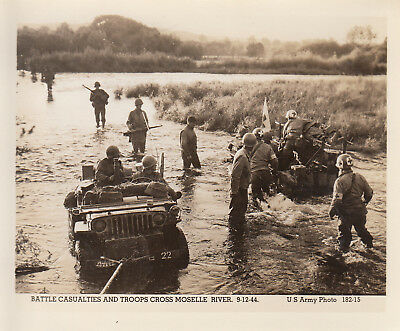 Original WWII US Army Photo 4th ARMORED DIVISION JEEPS MEDICS MOSELLE RIVER 170