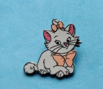 Disney trade pin MARIE LYING DOWN FROM THE ARISTOCATS (I COMBINE THE P&P)