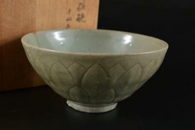 G1710: Chinese Celadon Petal sculpture TEA BOWL Green tea tool w/box