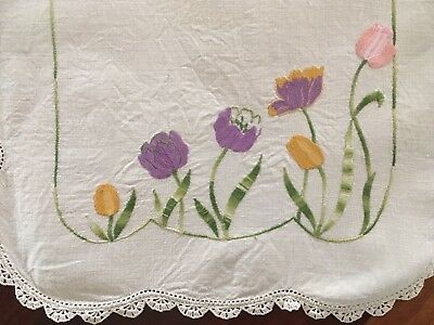Stunning vintage linen embroidered waving mauve Poppies Centrepiece Doily Exc