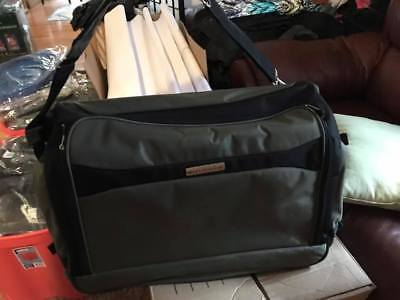 New Without Tags Hunter Green Worldbound Garment Bag Travel Luggage Suitcase