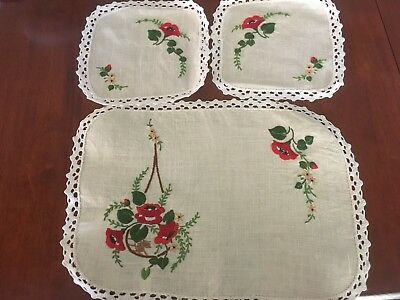 Pretty vintage linen hand embroidered Trailing Roses 3 Doily Duchess Set Exc