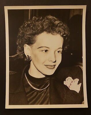 Signe Hasso Hand Signed 8 x 10 Photo...Actress+Writer+Composer