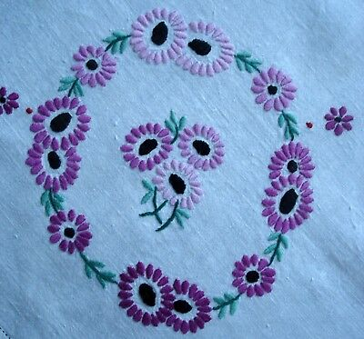 Vintage Compactly Hand Embroidered Daisy Garlands White Linen Tablecloth