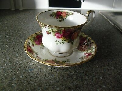 Most Lovely Royal Albert Bone China Old Country Roses Tea Cup & Saucer