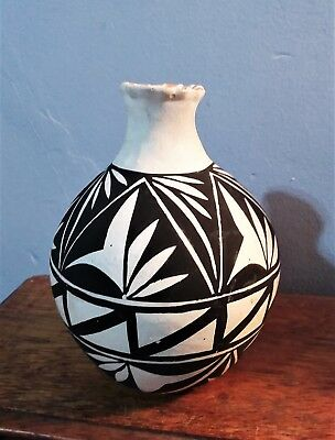 "Acoma New Mexico Black & White 4 3/4"" Vase"