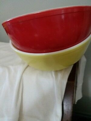 2 Vintage Pyrex Mixing Bowls 4 Qt. 1 Yellow One Red