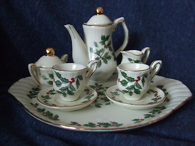 Miniature holly leaf Christmas tea set pre-owned