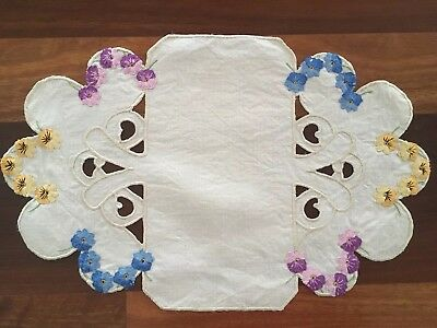 Pretty vintage linen embroidered Pansy Cutwork Centrepiece Doily Tray Cloth Exc