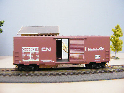 Micro trains N Scale CN 40' Std Boxcat Double Doors & 40' Std Boxcar Single Door