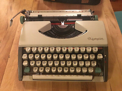 Vintage 1967 Olympia SF Deluxe Portable Typewriter & Black Case Germany