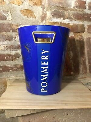 Seau a Champagne Pommery.