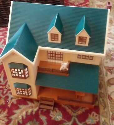 Calico Critters of Cloverleaf Corner Deluxe Village House Sylvanian Families