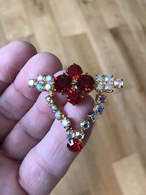 Vintage Costume Jewellery brooch.