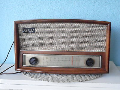 Vintage Zenith G730 AM/FM Radio - EXCEPTIONAL and WORKING WELL