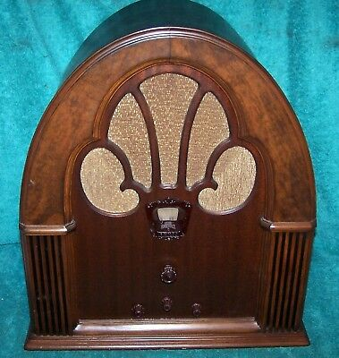 1932 Philco Model 70 Classic Cathedral Radio .. For Display or Restoration