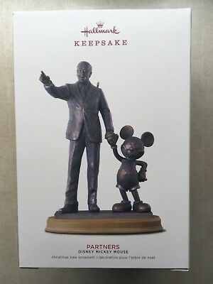 Hallmark 2018 Walt Disney PARTNERS Mickey Mouse Disneyland Xmas Tree Ornament NB