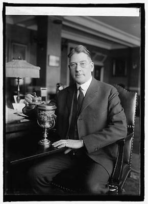 Sec. Wilbur with trophy presented by China to American battleship fleet,1908