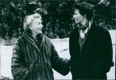 Phyllida Law as Elspeth and Emma Thompson as Frances in the film The Winter Gues