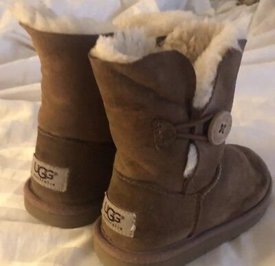13b0ea3ed80 UGG BOOTS GIRLS Size 11 Classic Bailey Button Chestnut Suede Toddler