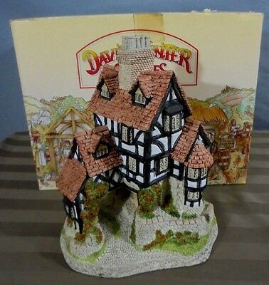 1985 David Winter The Main Collection Squires Hall Cottage Sculpture & Box