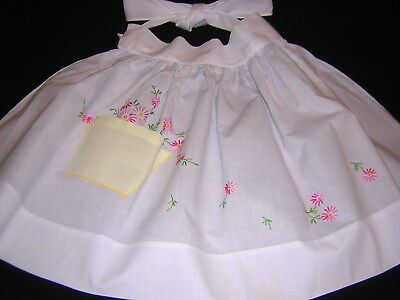 Fabulous CRISP WHITE Vtg Apron Hand Embroider PINK DAISY grow from Yellow Pocket