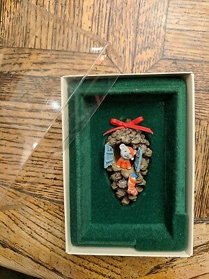 Hallmark Ornament 1982 Pinecone Home Mouse with Box QX461-3 Holiday