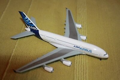 MAQUETTES :  AIRBUS A380  +  A320 + A318 + boeing 737