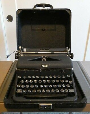 1946 Royal Quiet De Luxe Typewriter with Case