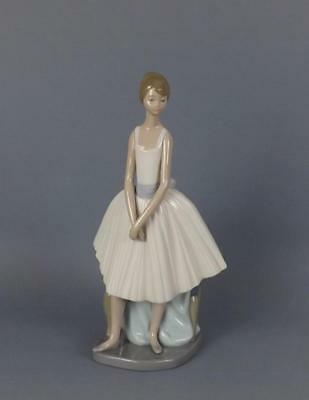 A Very Large Exquisite Lladro Nao figurine of Young Ballet Dancer.