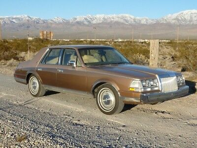 1986 Lincoln Continental  1986 LINCOLN CONTINENTAL ONE OWNER 85000 MILES JUST BEAUTIFUL CONDITION NO RUST