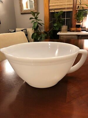 Vintage Federal White Mixing Batter Bowl with Pouring Spout & D Handle