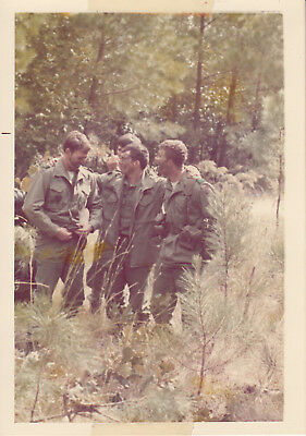 Orig Snapshot Photo 325th AIR 82nd AIRBORNE DIVISION 1972 Giving The Finger 1