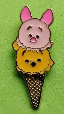 Disney trade pin TSUM TSUM WINNIE THE POOH AND PIGLET (I COMBINE THE P&P)