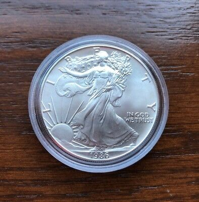 1986 American Silver Eagle. BU SILVER EAGLE WITH DISPLAY CAPSULE !!