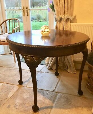 Round Victorian dinning table seats 4 -  Great for Shabby Chic