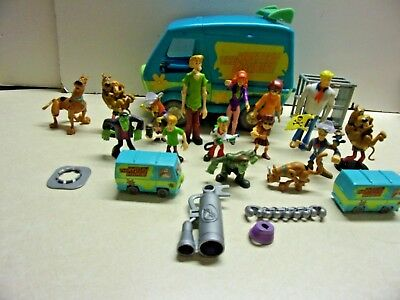 Scooby Doo Mystery Machine with Accessories