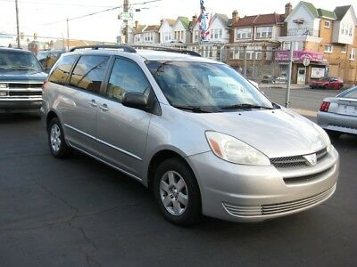 2004 Toyota Sienna LE - 8 Passenger 5-Speed Automatic