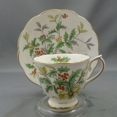 Hand Painted FLOWER Month DECEMBER Holly Royal Albert England Bone China Tea Cup