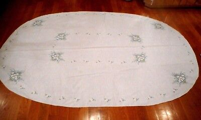 """VINTAGE HAND EMBROIDERED DAISY FLORAL OVAL TABLECLOTH 88"""" x 60"""" 4 napkins"""