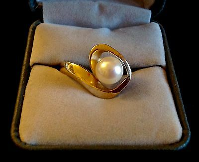 14k YELLOW GOLD SIGNED MODERNIST 8 MM AKOYA PEARL SZ 6 VINTAGE RETRO RING BAND