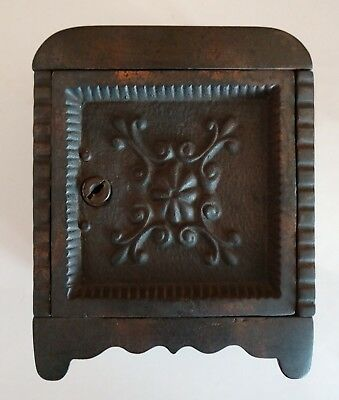 Unlisted Cast Iron Medallion Safe Bank By Wing & Parsons - Cira 1910