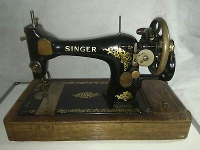 Vintage Singer 128K Sewing machine with Curved Wooden Carry box (1910/1913/1924)