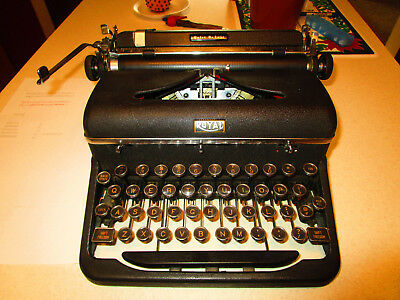 ROYAL QUIET DE LUXE A-series sn 1,471,675 glass keys 1947 portable typewriter